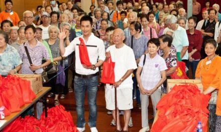 Kevin Cheng gives away gift pack to elderly