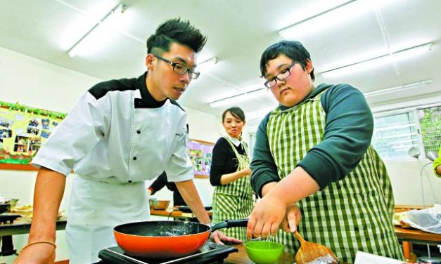 Talented young chef saving Hikikomori boys