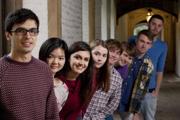 大學生致畢生承諾 十分一收入施佈扶貧