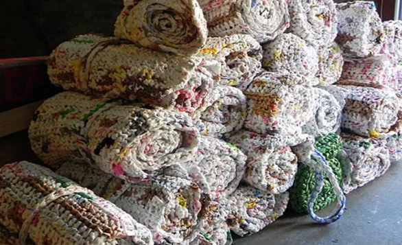 Reuse & Recycle – Turns Plastic Bags into Sleeping Mats for Homeless